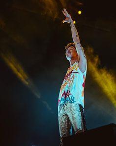 Listen to every One OK Rock track @ Iomoio Takahiro Moriuchi, One Ok Rock, Hero, Photo And Video, Concert, Track, Videos, Photos, Instagram