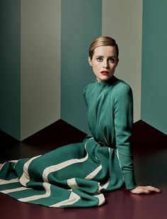 A Kind of Magic - Claire Foy by Craig McDean for Vogue UK November 2017 - Valentino Clare Foy, Craig Mcdean, Portraits, Fashion Designer, Vogue Uk, Valentino Garavani, Beautiful Actresses, Pretty Outfits, Pretty Clothes