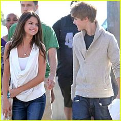 Justin Bieber & Selena Gomez Love you Selena just wish you had better taste in guys. Justin Bieber Selena Gomez, Estilo Selena Gomez, Justin Bieber And Selena, Famous Celebrities, Hollywood Celebrities, Celebs, Justin Bieber Believe, Cutest Couple Ever, Young Love