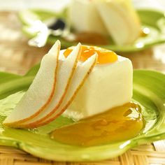 receta de semifrio de pera bajo en calorias Plated Desserts, Panna Cotta, Fruit, Ethnic Recipes, Sweet, Food, Dessert Ideas, Gourmet, Recipes