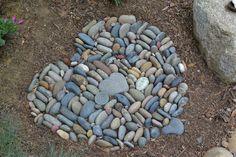 Garden landscaping - 17 Amazing DIY heart decorations for the garden – Garden landscaping River Rock Landscaping, Landscaping With Rocks, Backyard Landscaping, Landscaping Ideas, Garden Crafts, Garden Projects, Heart Shaped Rocks, Pebble Mosaic, Rock Mosaic