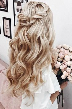 ❤️ Half up half down prom hairstyles are really trendy this season. Check out our photo gallery of the most fabulous hairstyles to get inspired. ❤️ Twisted Blonde Half Up Half Down Prom Hairstyles Prom Hairstyles For Short Hair, Great Hairstyles, Homecoming Hairstyles, Down Hairstyles, Braided Hairstyles, Blonde Hairstyles, Hairstyles Haircuts, Gorgeous Hairstyles, Simple Curled Hairstyles