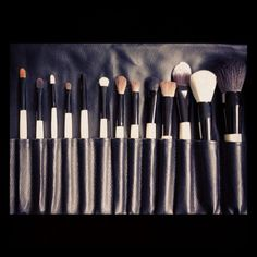 #beauty #visagie #picoftheday #makeupporn #brushporn #fettish #brush #makeup - @lriupassa- #webstagram