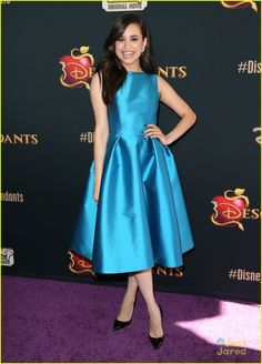 Sofia Carson Strikes An 'Evie' Pose At 'Descendants' Premiere | sofia carson evie blue descendants premiere 19 - Photo