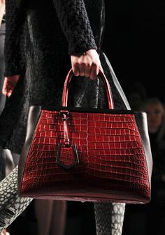 FENDI Note to Americans: Fendi sends those garish Fs to our shores, Italians do not sport the famous nested Fs. www.lvbags-pick.com