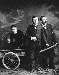 """""""Nietzsche: la filosofía como fiesta y embriaguez""""  POR Martin Heidegger  Nietzsche no pertenecería a los filósofos que sólo cavilan en abstractas y sombrías cosas lejanas de la vida. En el caso de que se lo llame filósofo tendría que ser considerado como un """"filósofo de la vida"""""""