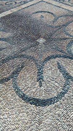 Pavimento de mosaico andaluz clásico. Palacio de Viana, Córdoba. Photo: Raluca Zaharia