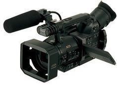Panasonic AG-DVX100B – Camcorder – widescreen – 410 Kpix – optical zoom: 10 x – Mini DV  http://www.lookatcamera.com/panasonic-ag-dvx100b-camcorder-widescreen-410-kpix-optical-zoom-10-x-mini-dv-2/