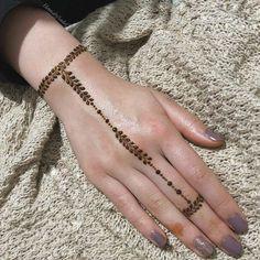42 Trendy Henna Tattoo Design Ideas to Try,henna tattoo meaning,henna tattoo care,are henna tattoos permanent Modern Henna Designs, Finger Henna Designs, Beginner Henna Designs, Modern Mehndi Designs, Mehndi Designs For Girls, Mehndi Design Photos, Henna Designs Easy, Mehndi Designs For Fingers, Latest Mehndi Designs