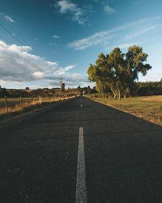 Was uns an #neuseeland gut gefallen hat, waren die Straßen! Richtig lange weite gerade Strecken oder einfach richtig kurvig und spannend!… Country Roads, Instagram, Inspiration, New Zealand, Simple, Biblical Inspiration, Inspirational, Inhalation