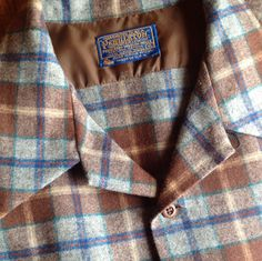 "Men's Vintage Pendleton  Size X-Large 100% Virgin Wool  Made in the USA Loop collar, square bottom, two bias-cut pockets. Used in good condition  *Measurements  From underarm seam to cuff is 20 1/2"" From underarm to underarm is 26"" From shoulder to shoulder is 19"" From collar top to ta..."