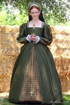 Our very own Kat Clowes who made this Tudor gown off of a Katherine Howard miniature when she played her at the Fair Oaks Tudor Fayre! Mode Renaissance, Renaissance Fair Costume, Medieval Costume, Renaissance Clothing, Renaissance Fashion, Medieval Dress, Historical Clothing, Elizabethan Fashion, Tudor Fashion