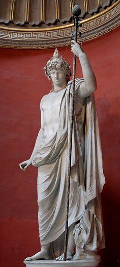 Antinoo Dioniso - II secolo d.C. - marmo scolpito a tutto tondo - musei Vaticani, Roma. Antinoo era un giovane originario della Bitinia, molto amato per la sua bellezza da Adriano. Il suo rapporto con Adriano è sempre stato oggetto di controversie: l'ipotesi più accreditata è che si ispirasse al modello della pederastia greca. Dopo la sua morte per annegamento Adriano lo deificò, per rendergli omaggio. Sono state ritrovate numerosissime sue rappresentazioni. Adriano aveva sparso per tutto…