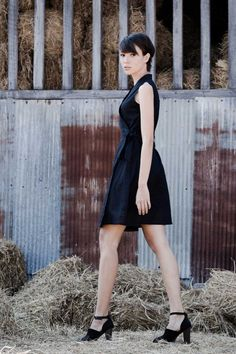 This loose-fitting wrap-around cotton dress is gorgeous in this black color, and the addition of a small waist band in the front tied to the adjustable belt drawstring from the back will make it a pleasure to wear!