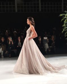 Tendance Robe du mariée So much beauty from Galia Lahavs runway show today at Barcelona Bridal Fashion Wedding Dress With Veil, Wedding Dress Styles, Bridal Fashion Week, Runway Fashion, Women's Fashion, Gown Suit, Princess Ball Gowns, A Line Gown, Gowns With Sleeves