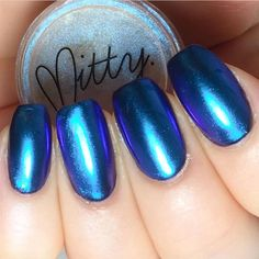 Perfect chrome manicure tutorial by using Mitty Blue Bullet Chrome Nail Art Powder now available at Hanna is using a water based topcoat to seal in the Chrome powder and then a regular topcoat. She also starts with a ridge filling basecoat by Essie Blue Chrome Nails, Chrome Nail Art, Glitter Nails, Fun Nails, Chrome Powder, Ondine, Powder Nails, Accent Nails, Essie
