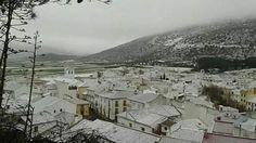 Alfarnate,Málaga (ES)  bajo la nieve este domingo.