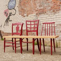 Rescues orphan chairs and upcycle them into a one-of-a-kind bench for your entrance way, dining table or backyard patio. Neat idea!