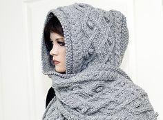 Kapuzenschal selber stricken: Hol Dir das Strickmuster und dann ran an das Nadelspiel, damit Dein Hals und Kopf im Winter immer schön warm bleiben.