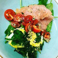 Nestíháte, nevíte, co vařit a potřebujete poradit? Dáme vám inspiraci na zdravé rychlé obědy, po kterých nepřiberete a zvládne je každý. Easy Weight Loss, Lose Weight, Ciabatta, Omelette, Caprese Salad, Baguette, Mozzarella, Cravings, Food And Drink