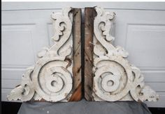 Relics, Sculpture, Motifs for the Home : Barn! Antique Exterior Bracket Pair -Read More – Décor Antique, Antique Decor, How To Antique Wood, Vintage Home Decor, Shabby Chic Decor, Architectural Antiques, Architectural Elements, Vintage Farmhouse, Farmhouse Decor