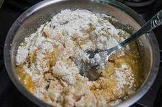 Toto těsto je doslova kouzelné! Připravíte ho za 3 minuty, v jedné misce a jednou lžící. Skvělé pro ty, kteří neradi myjí nádobí a chtějí, aby jejich ruce zůstaly nezašpiněné. Další výhoda je, že ho nemusíte dát hned upéct. Můžete ho dát zamrazit a vybrat si ho tehdy, když budete chtít. Bude Czech Desserts, Sweet Desserts, Sweet Recipes, Eastern European Recipes, Bulgarian Recipes, Czech Recipes, Tasty, Yummy Food, Desert Recipes