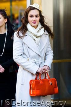 7 Still blissfully ignorant of her fate. Gossip Girls, Gossip Girl Outfits, Blair Fashion, Fashion Tv, Off White Coat, Blair Waldorf Style, Prettiest Actresses, Badgley Mischka Shoes, Leighton Meester