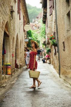 French Adventures - The Londoner - Fashion - Travel Cruise Outfits, Vacation Outfits, Photography Poses, Travel Photography, Flower Photography, People Photography, Landscape Photography, Selfie Foto, French Lifestyle