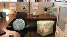 How To: Make Your Workspace A Wow-space - Ideas of Decoration Office Cubical Decor, Work Cubicle Decor, Cubicle Organization, Work Desk Decor, Cubicle Design, Cute Office Decor, Decorating Work Cubicle, Decorate Office Cubicle, Cute Cubicle