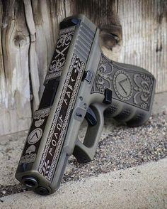 Ninja Weapons, Weapons Guns, Guns And Ammo, Zombie Apocalypse Weapons, Hidden Weapons, Kopf Tattoo, Ps Wallpaper, Glock Guns, Glock 22
