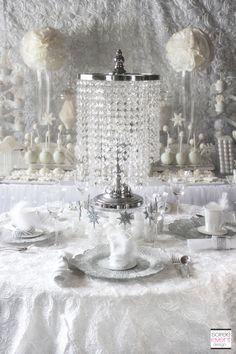 | Winter White Bridal Shower Dining Table – All White Trend | http://soiree-eventdesign.com