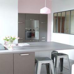 meuble de cuisine taupe avec ilot de cuisine noir mat plan de travail hosta d cor ch ne naturel. Black Bedroom Furniture Sets. Home Design Ideas