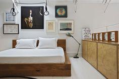 ロフトハウスの中二階のベッドルーム
