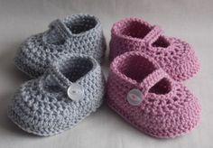 Twin baby shoes twins newborn babies gift by Kristineslittleshop - babyschuhe - Crochet Baby Sandals, Booties Crochet, Crochet Baby Booties, Crochet Shoes, Crochet Slippers, Knitted Baby, Baby Shoes Pattern, Baby Patterns, Crochet Patterns