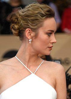 Brie Larson Twisted Bun - Brie Larson wore her hair in a romantic twisted bun at the SAG Awards. Isla Fisher, Jenna Dewan, Brie Larson, Wedding Updo, Wedding Hairstyles, Bridal Updo, Stretch Mark Treatment, Twist Bun, Sag Awards