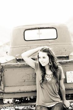 I'm gathering picture ideas for my truck. Photography Senior Pictures, Girl Senior Pictures, Senior Portrait Photography, Senior Girls, Senior Portraits, Photography Ideas, Country Girl Truck, Engament Photos, Kodak Moment