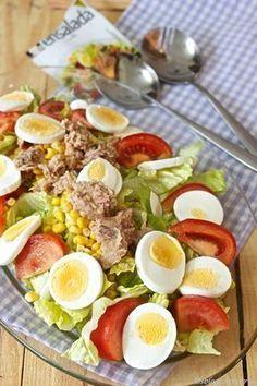 Ensalada completa con vinagreta - Look Tutorial and Ideas Healthy Salads, Easy Healthy Recipes, Healthy Eating, Healthy Food, Deli Food, Vinaigrette, Food And Drink, Cooking Recipes, Yummy Food