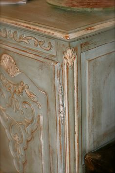 DIY:  Highboy Facelift Using ASCP - tutorial lists colors of paint & waxes used & steps taken to get this awesome finish!