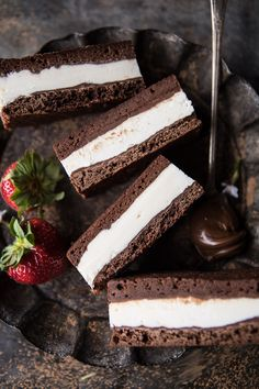 Tiramisu Brownie Ice Cream Sandwich Bars: no-churn mascarpone ice cream, sandwiched between 2 fudge Tiramisu Brownies, Fudge Brownies, Brownies Caramel, Tiramisu Cake, Cheesecake Brownies, Sandwich Bar, Roast Beef Sandwich, Deli Sandwiches, Pinwheel Sandwiches