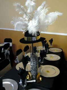 Top hat centerpieces - could be replicated inexpensively using party supply store items. Gatsby Themed Party, Great Gatsby Party, Nye Party, Casino Theme Parties, Casino Party, Party Themes, Party Ideas, Gift Ideas, Top Hat Centerpieces