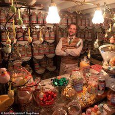 Loja retrô de doces atrai consumidores nostálgicos