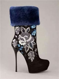 Blue fur flower stitched boot