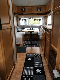 Caravan Makeover, Camper Makeover, Rv Curtains, Trailer Decor, Camper Hacks, Portable House, Camping Glamping, Rv Living, Caravans