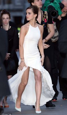 Emma Watson shows off stunning figure at UK premiere of Noah | Mail Online