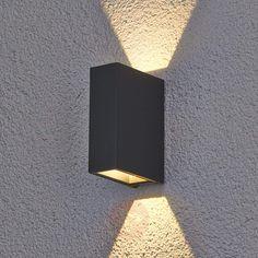 Maisie - zewnętrzna lampa ścienna LED z aluminium Led Outdoor Wall Lights, Solar Lights, Outdoor Walls, Outdoor Lighting, Front Door Lighting, Exterior Lighting, Coastal Lighting, Home Lighting, Terrace Decor