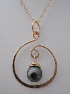 Wire Jewelry Gold Showcase Style Tahitian Pearl Necklace - Lustrous pearl, straight from Tahiti on a removable chain. Also in Silver. Pearl Jewelry, Wire Jewelry, Jewelry Gifts, Beaded Jewelry, Silver Jewelry, Jewelry Necklaces, Gold Bracelets, Diamond Earrings, Jewelry Ideas