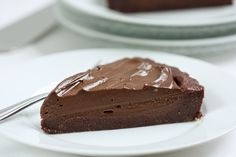Chocolate Tart made w/avocado + pecans! Just had an avocado-carob pie for dessert last week, with a yummy nut crust. I have to say it was delicious! Paleo Dessert, Gluten Free Desserts, Healthy Desserts, Dessert Recipes, Chocolate Fudge Frosting, Chocolate Desserts, Pecans, Almonds, Real Food Recipes