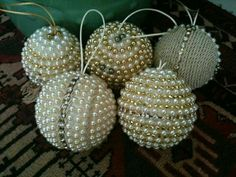Handmade Christmas Tree Ornaments Pictures 63 Ideas For 2019 Handmade Christmas Tree, Beaded Christmas Ornaments, Noel Christmas, Handmade Ornaments, Christmas Spheres, Ornament Crafts, Holiday Crafts, Gold Christmas Decorations, 242