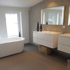 Dessverre fikk jeg ikke ferdig badet til jul...mangler vann..trøster meg med at vi snart er i mål #baderom #bad #bathroom #fossbad #aspen #pureandoriginal #riversilt #pure_and_original_paint #kamelon_interior #tinek Interior Styling, Interior Decorating, Interior Design, Bathroom Inspo, Corner Bathtub, Double Vanity, Luxury Homes, House Design, Instagram Posts