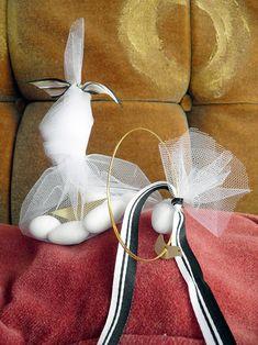 Ekubo · Γάμος Βάπτιση Plant Wedding Favors, Clothes Hanger, Confetti, Flowers, Plants, Hanger, Closet Hangers, Florals, Plant